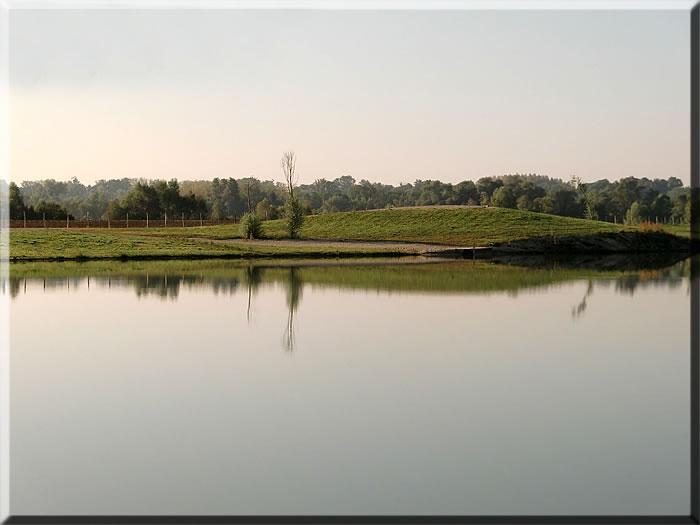 BERKLEY lake, Le Chenet: Stek 3+4, 4p. Cabin inclusief 2 vissers uitbreidbaar tot max 4 vissers